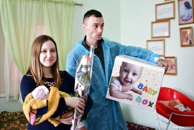 Бебі-бокси для новонароджених: що буде в наборі і думки молодих матусь