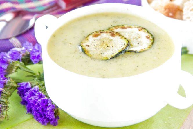 Смачний сніданок: готуємо сирний суп-пюре з цукіні