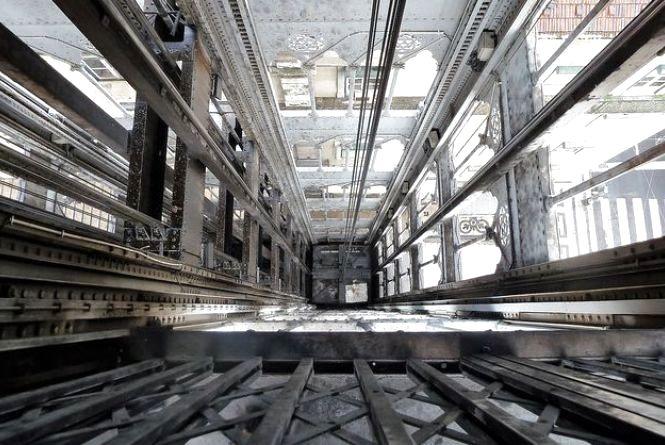 У Львові 31-річний хмельничанин впав з 8 поверху в шахту ліфта