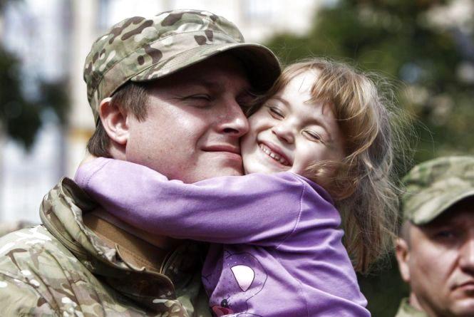 Чи варто говорити з дитиною про війну на Сході: пояснюють мами, коментує психолог