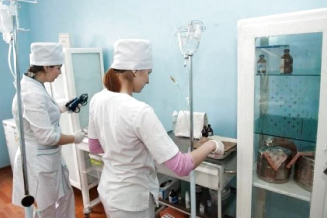 Лікарі назвали попередню причину отруєння на поминках у Ярмолинецькому району