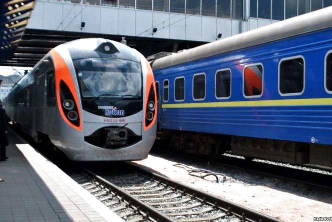 Святкові вихідні: наступного тижня запустять 3 додаткові потяги через Хмельницький