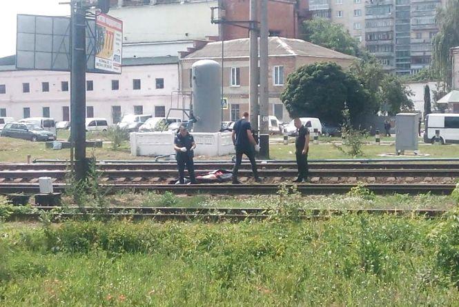 На переїзді біля міської лікарні поїзд збив насмерть 22-річного хмельничанина