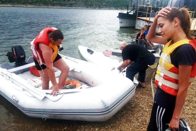 На Дністрі ледь не потонула  молода пара