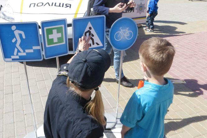 Розваги для дітей влаштують патрульні у центрі Хмельницького