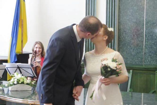«Шлюб за добу» у Хмельницькому беруть американці, китайці і росіяни