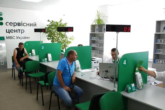 В Шепетівці та Дунаївцях відкрили нові сервісні центри МВС