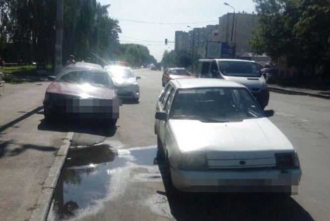 """На Прибузькій п'яний водій на """"ЗАЗ"""" в'їхав у припарковану """"Audi"""""""