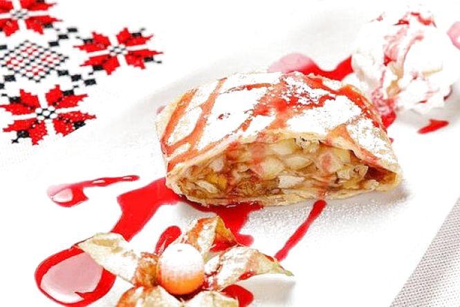 Смачний сніданок: готуємо яблучний пиріг з лаваша