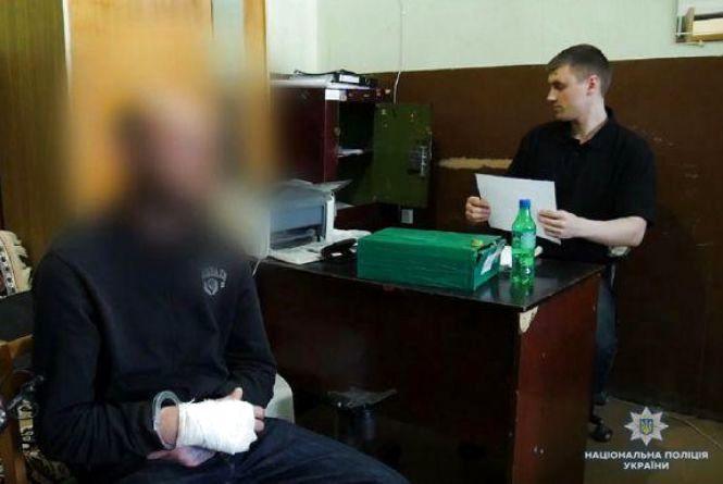 У Хмельницькому судитимуть чоловіків, які зі зброєю напали на продавчиню
