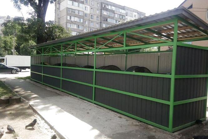 У Хмельницькому встановили три нові криті сміттєві майданчики за понад 270 тисяч гривень