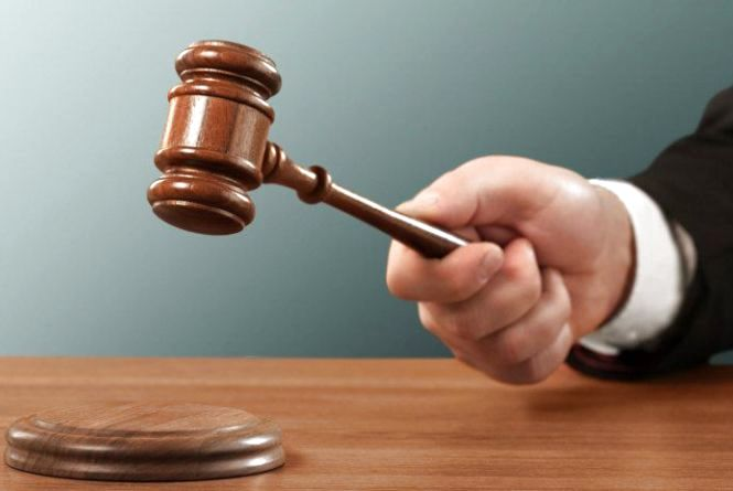 За ґрати відправили шахрая, який вимагав у хмельничанина 13 тисяч доларів