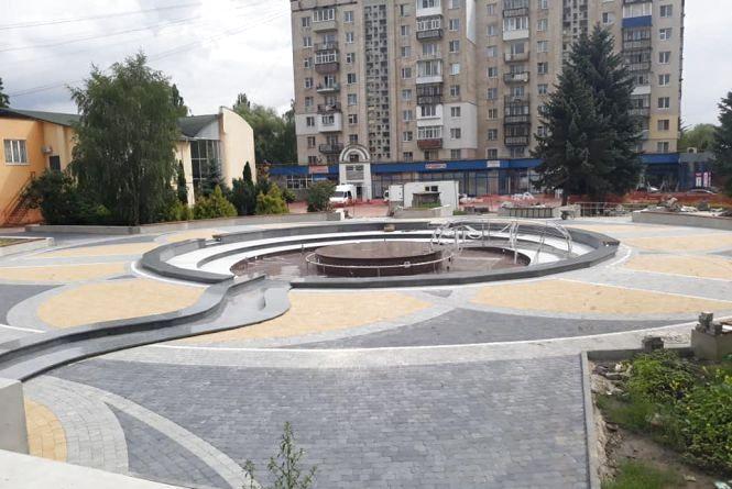 """Через постійні зливи відкриття фонтану біля """"Сілістри"""" перенесли"""