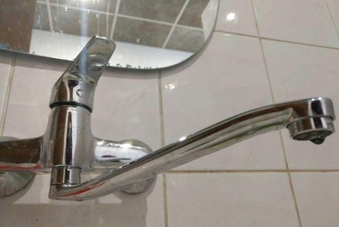 Не платите за воду - чекайте гостів: Хмельницькводоканал продовжує відключати боржників