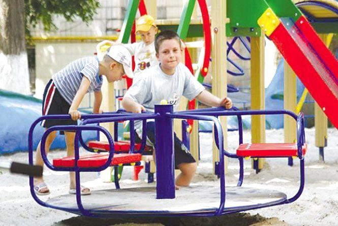 Хмельничанин Віктор просить облаштувати сучасний дитячий майданчик для мешканців вулиці Заводської