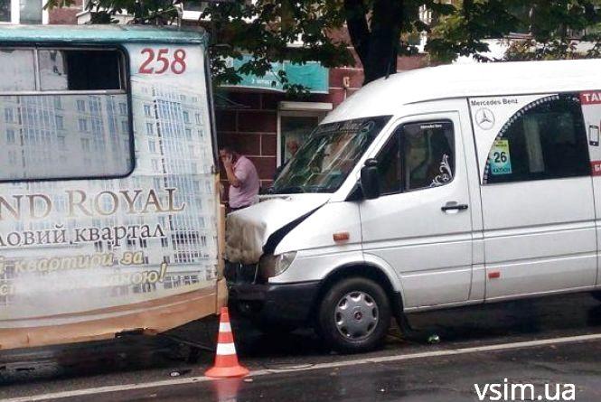 Аварія з п'яним і 8 травмованих: хроніка ДТП у Хмельницькому