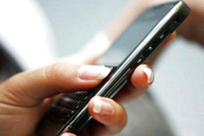 Забрала телефон і занесла в ломбард: у Шепетівці 41-річну жінку судитимуть за крадіжку