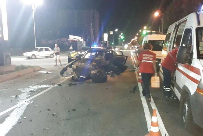 Нічна ДТП у Хмельницькому: п'яний на Volkswagen виїхав на зустрічку та протаранив одразу два автомобілі