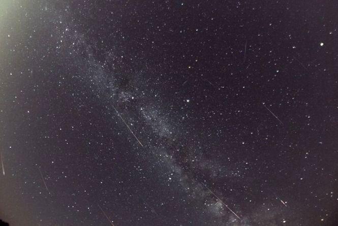 """Дивовижий зорепад Персеїди.  Справжній """"дощ із зірок"""" спостерігатимуть хмельничани цієї ночі"""