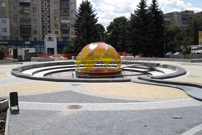 """В управлінні ЖКГ визначились, коли запрацює фонтан біля """"Сілістри"""""""
