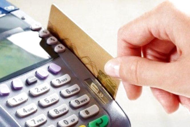 """Не можна буде проводити платежі та гасити кредити. """"Альфа-банк"""" тимчасово заморозить карти клієнтів"""