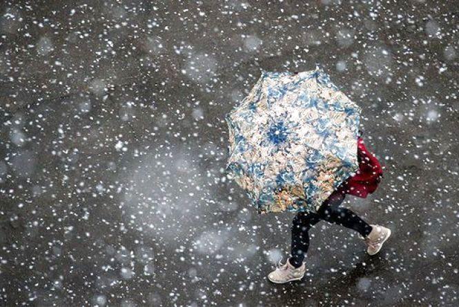 Суцільні дощі: синоптик розповів, яким буде початок осені в Україні