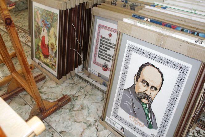 """""""Образ і слово Кобзаря"""": у Хмельницькому покажуть унікальну виставку вишитих картин"""