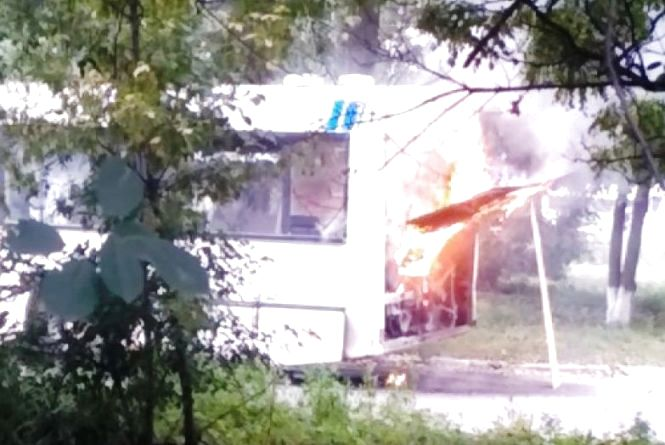 У Шепетівці на дорозі загорівся автобус