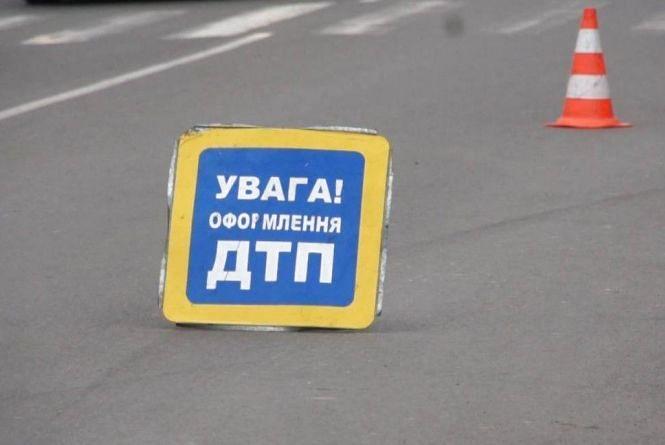 """У Городоцькому районі 29-річний водій на """"ВАЗі"""" влетів у дерево. Чоловік загинув на місці"""