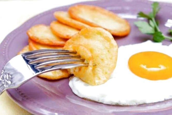 Смачний сніданок: готуємо кабачкові котлети з яєчнею