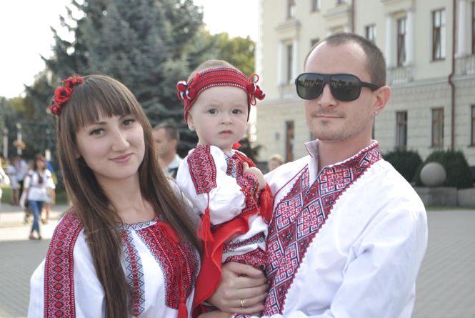 Парад вишиванок у Хмельницькому  40 світлин з масового дійства. Традиційно  на День Незалежності ... 31747881b0a05