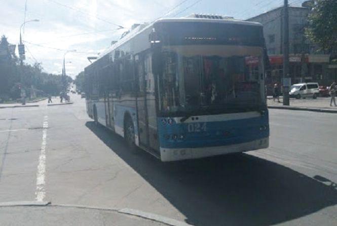 Через ремонт дороги одразу десять тролейбусів у Хмельницькому змінять свій маршрут
