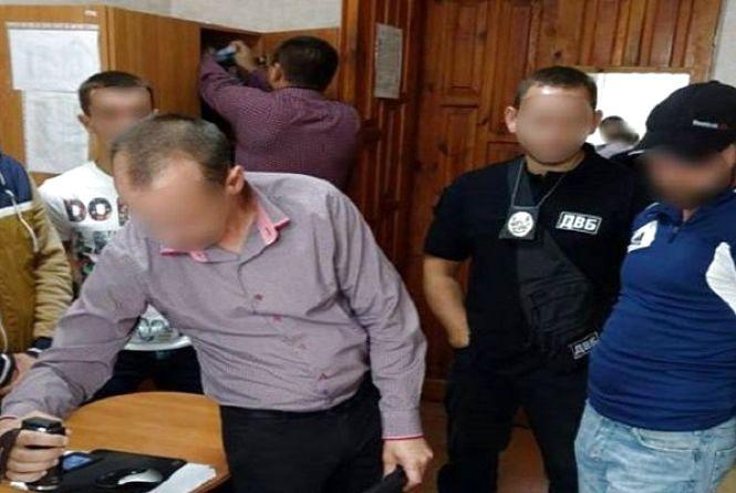 У Славуті чоловік намагався відкупитися від поліцейських за 200 доларів