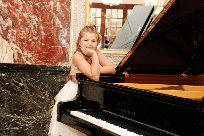 Юна піаністка Христина Михайліченко зіграє для хмельничан