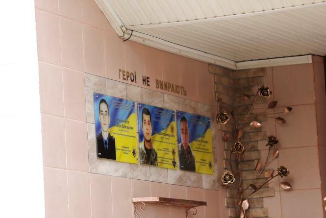 На фасаді хмельницького училища відкрили пам'ятну дошку трьом бійцям АТО