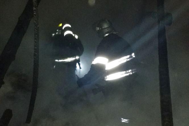 У Новоушицькому районі посеред ночі згорів будинок