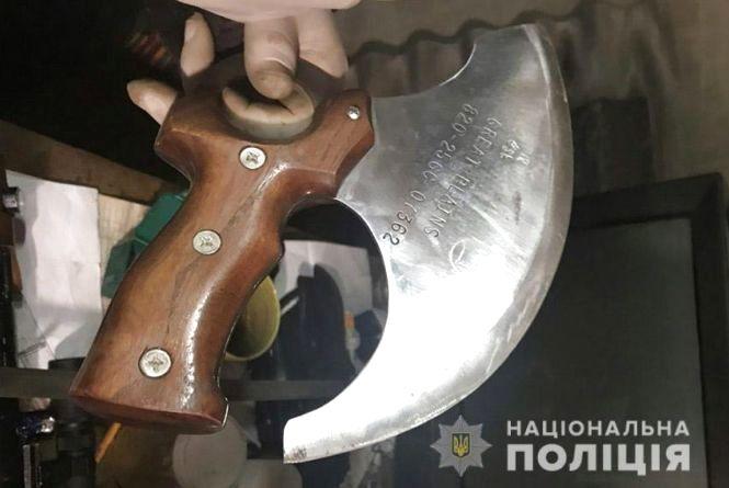 Арсенал саморобної зброї вилучили у чоловіка з Шепетівки