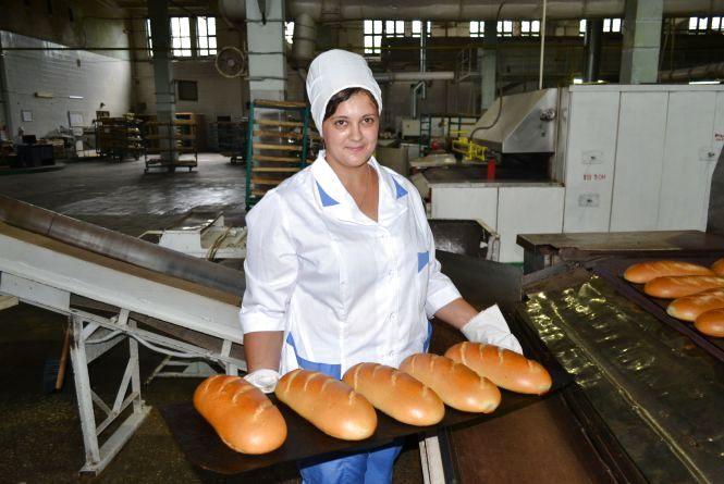 Як у Хмельницькому випікають батон? Фоторепортаж з хлібокомбінату