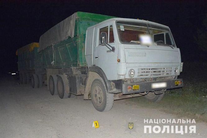 У Хмельницькому районі під колесами «КАМАЗу» загинув пішохід