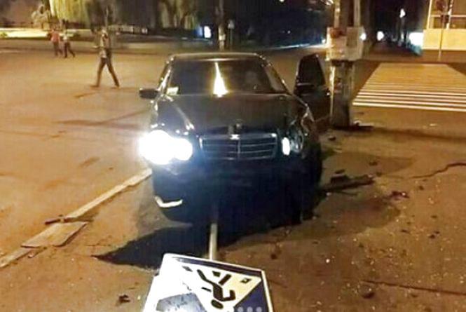 """Аварія з таксистом """"на бляхах"""" і більше п'яних на дорогах: хроніка ДТП у Хмельницькому"""
