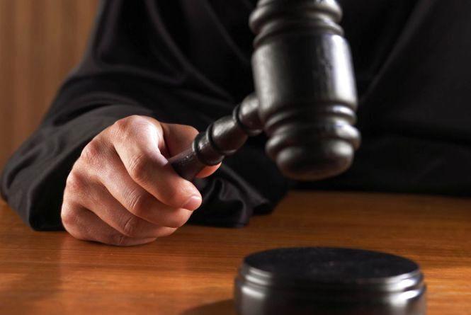 Не поділили парубка: у Віньківцях засудили 18-річну студентку за побиття суперниці