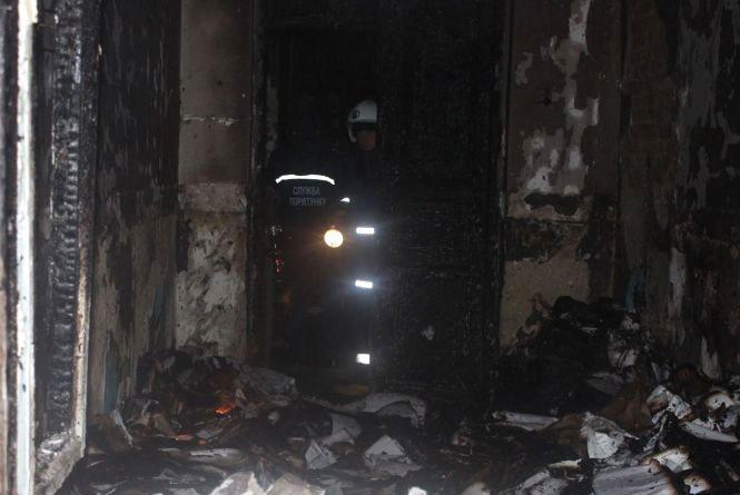 7 рятівників на двох автомобілях вночі гасили пожежу в лікарні на Кам'янеччині
