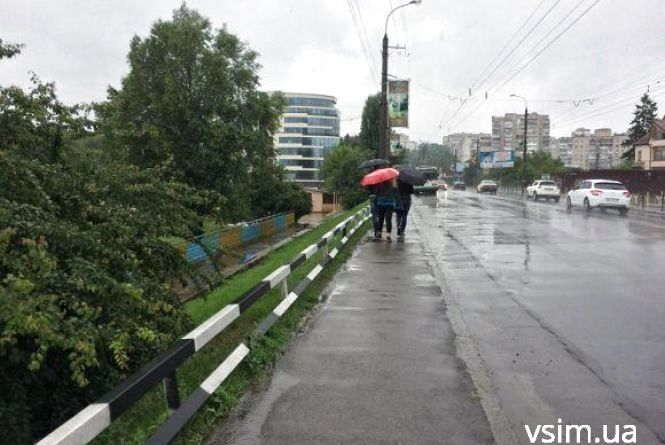 Атмосферний фронт з дощами та похолоданням суне до України. Якої погоди чекати хмельничанам?