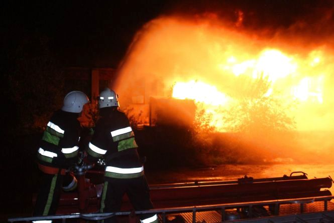 Як гасили пожежу паркетного заводу в Дунаївцях (ФОТО/ВІДЕО)