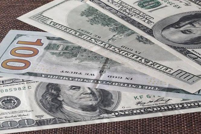 """Долар """"завис"""". Курс валют на 24 вересня"""
