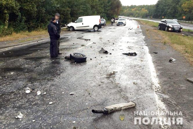 Вранці на трасі біля Хмельницького сталася потрійна ДТП: що відомо