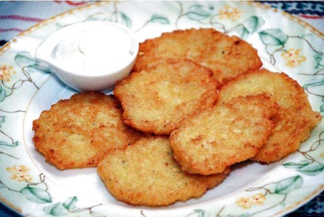 Смачний сніданок: готуємо деруни з шинкою і сиром