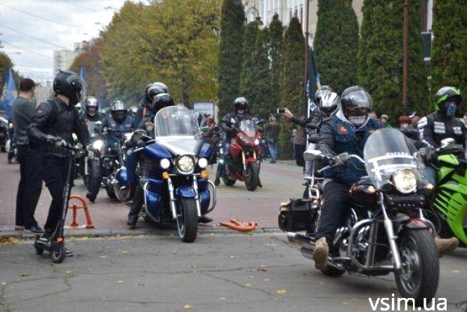 Масовий заїзд, рок та показові виступи: у Хмельницькому байкери закриють мотосезон