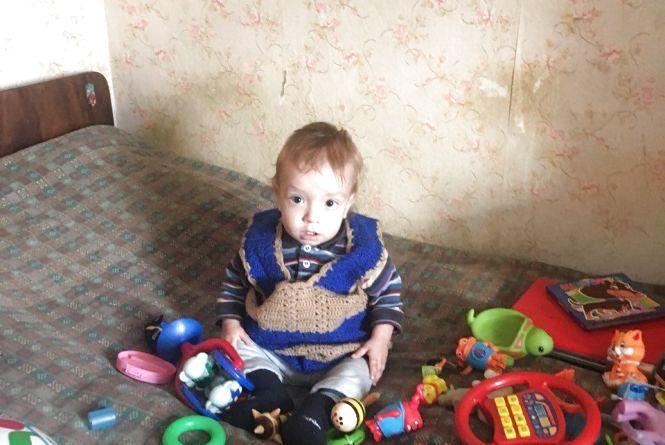 Маленькому Сашку лише рік і у нього рак. Батьки благають хмельничан про допомогу