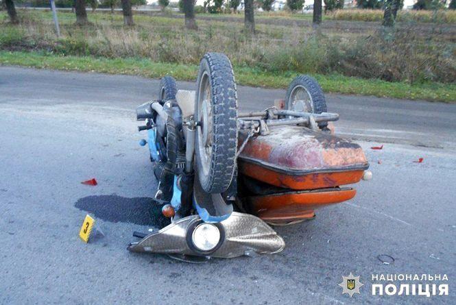 """У Шепетівці """"Volkswagen"""" влетів у мотоцикл: постраждав 58-річний чоловік"""